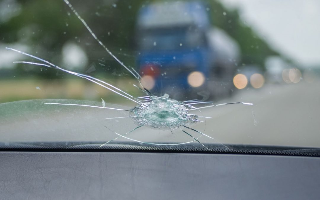 Is it illegal to drive with a cracked windscreen?