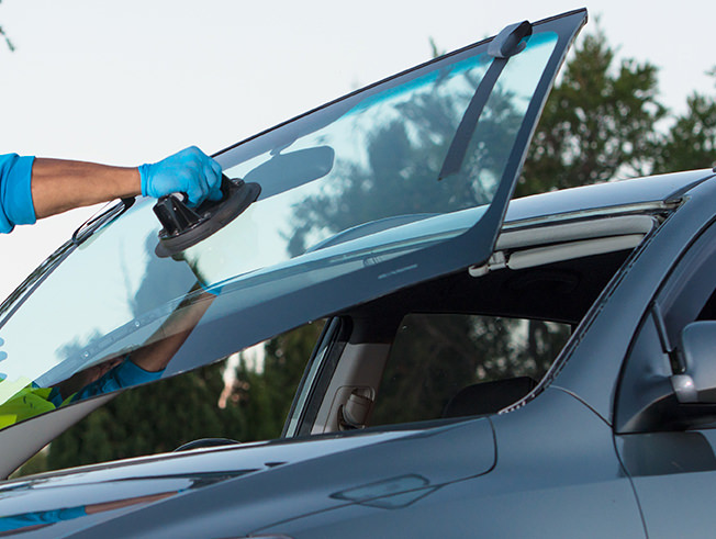Quick windscreen replacement or cracked windscreen quote